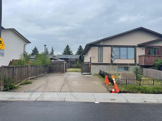 Photo 2: 40 TEMPLEBY Way NE in Calgary: Temple Semi Detached for sale : MLS®# A1126559