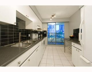 Photo 4: 508 888 HAMILTON in Rosedale Gardens: Home for sale