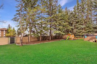 Photo 2: 6711 LEESON Court SW in Calgary: Lakeview Detached for sale : MLS®# C4244790