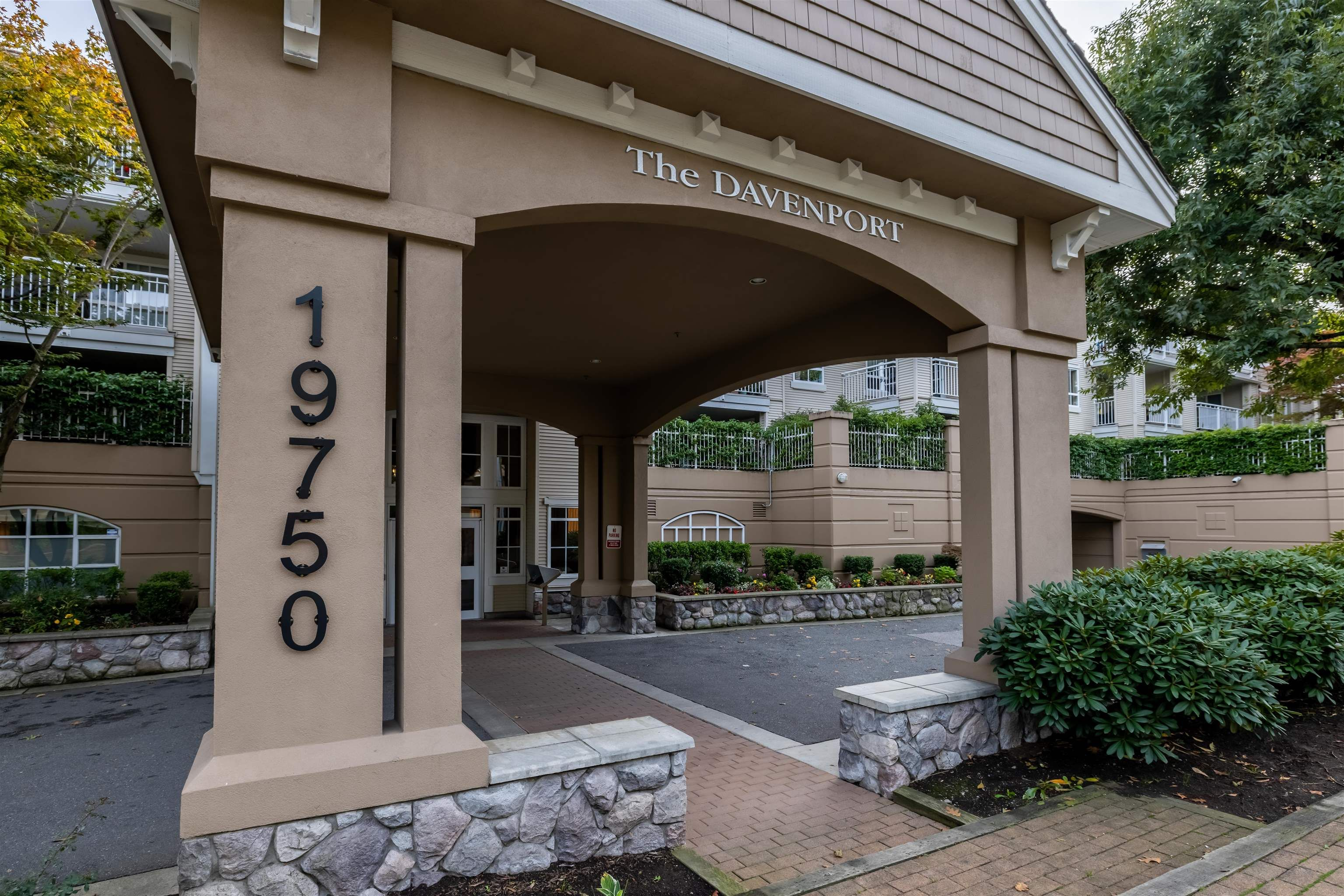 """Main Photo: 309 19750 64 Avenue in Langley: Willoughby Heights Condo for sale in """"The Davenport"""" : MLS®# R2624273"""