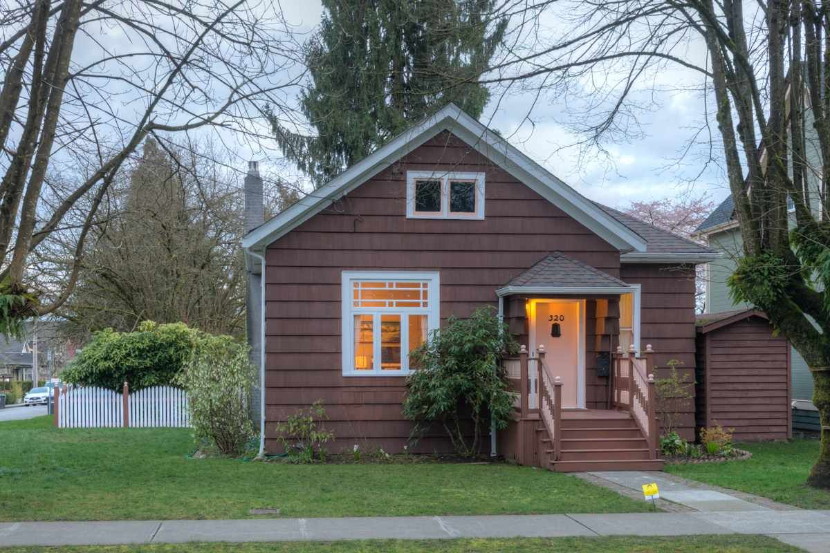 """Main Photo: 320 FIFTH Avenue in New Westminster: Queens Park House for sale in """"QUEENS PARK"""" : MLS®# R2046891"""
