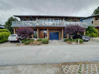 """Photo 3: 6498 WILDFLOWER Place in Sechelt: Sechelt District Townhouse for sale in """"Wakefield Beach - Second Wave"""" (Sunshine Coast)  : MLS®# R2589812"""