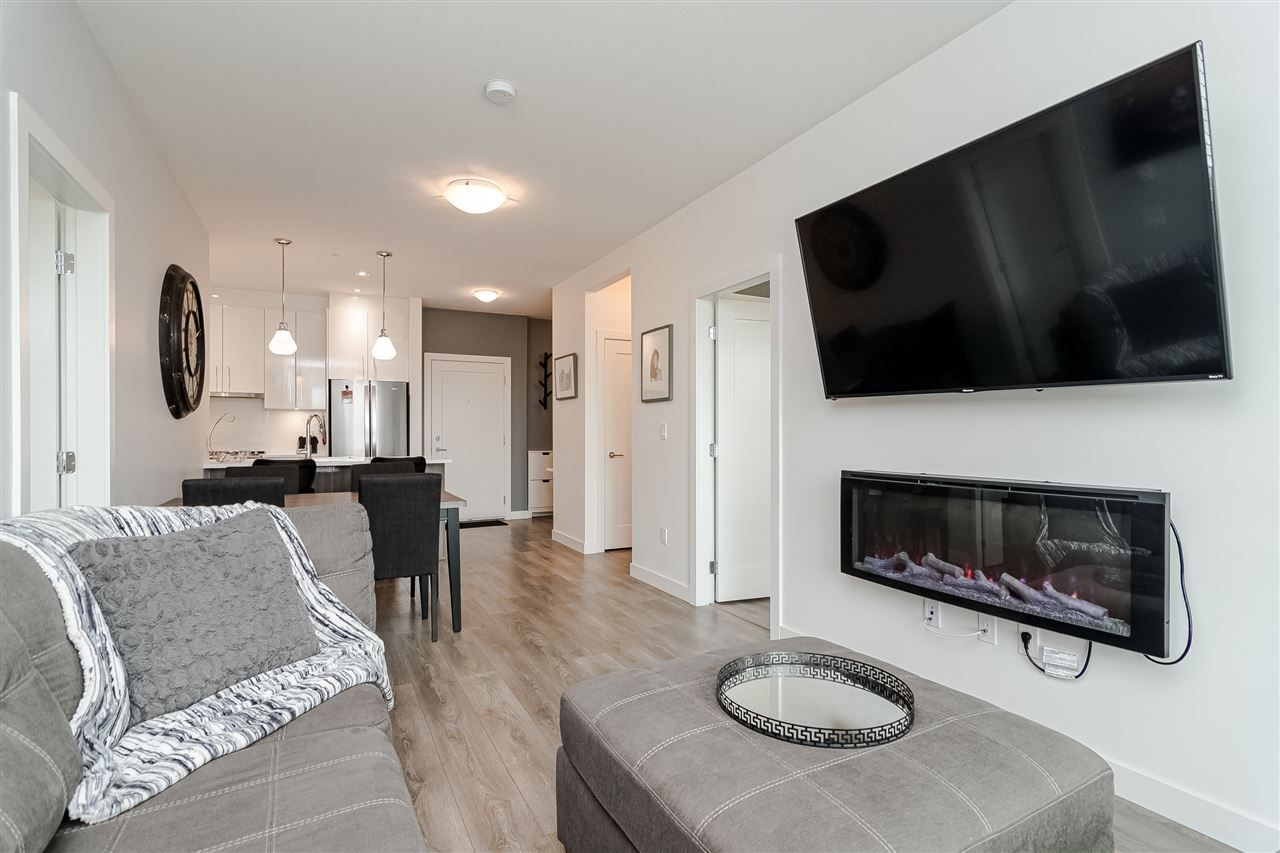 """Photo 8: Photos: 306 20829 77A Avenue in Langley: Willoughby Heights Condo for sale in """"The Wex"""" : MLS®# R2509468"""