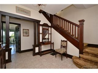Photo 2: 623 Manchester Rd in VICTORIA: Vi Burnside House for sale (Victoria)  : MLS®# 629973