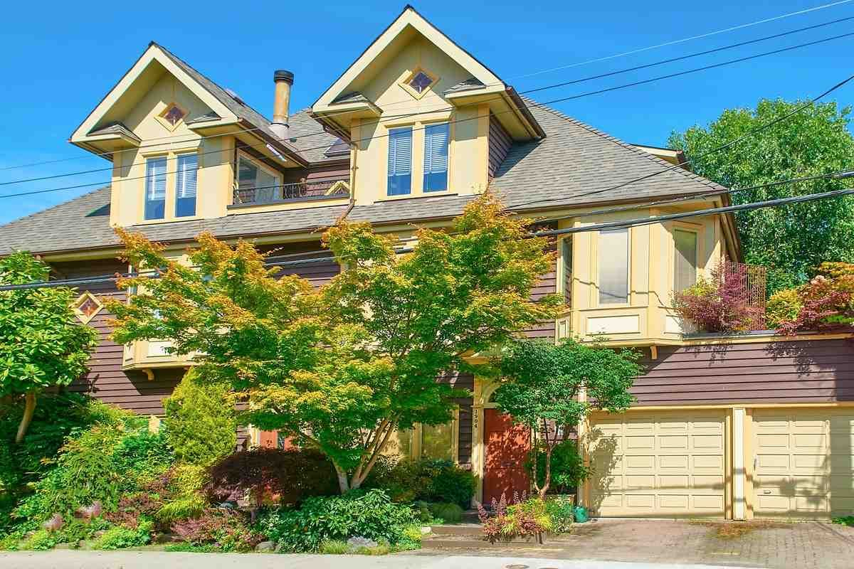 Main Photo: 1906 STEPHENS Street in Vancouver: Kitsilano Townhouse for sale (Vancouver West)  : MLS®# R2467884