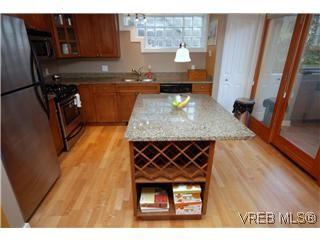 Photo 2: 1 727 Linden Avenue in Victoria: Vi Fairfield West Condo for sale : MLS®# 285761