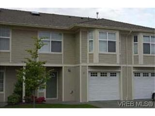 Photo 1: 6 4383 Torquay Dr in VICTORIA: SE Gordon Head Row/Townhouse for sale (Saanich East)  : MLS®# 260055