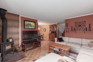 """Photo 3: 1 39752 GOVERNMENT Road in Squamish: Northyards Townhouse for sale in """"Mountain View Manor"""" : MLS®# R2509017"""