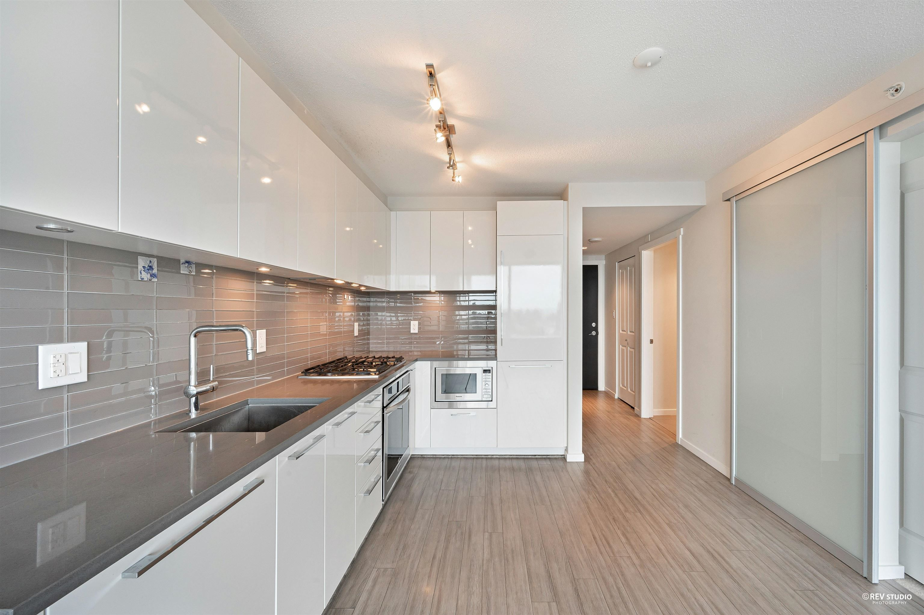 """Main Photo: 903 6658 DOW Avenue in Burnaby: Metrotown Condo for sale in """"MODA BY POLYGON"""" (Burnaby South)  : MLS®# R2613181"""