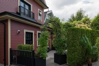 """Photo 3: 723 UNION Street in Vancouver: Strathcona 1/2 Duplex for sale in """"Union Crossing"""" (Vancouver East)  : MLS®# R2617082"""