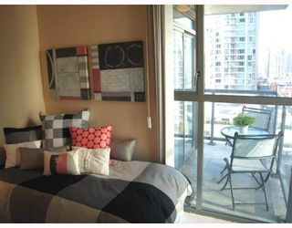 Photo 4: 1306 928 RICHARDS Street in Vancouver: Downtown VW Condo for sale (Vancouver West)  : MLS®# V756853
