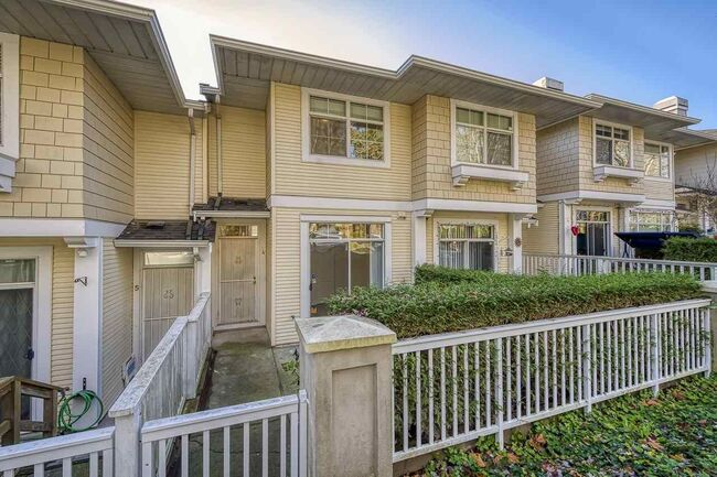 Main Photo: 4 3582 SE MARINE DRIVE in The Sierra: Champlain Heights Townhouse for sale ()  : MLS®# R2521347