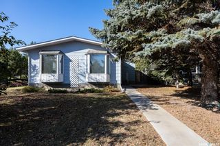 Photo 2: 902 Coppermine Crescent in Saskatoon: River Heights SA Residential for sale : MLS®# SK873602