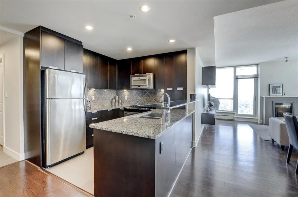 Main Photo: 2805 99 SPRUCE Place SW in Calgary: Spruce Cliff Apartment for sale : MLS®# A1020755