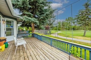 Photo 3: 34 Woodmeadow Close SW in Calgary: Woodlands Semi Detached for sale : MLS®# A1127227