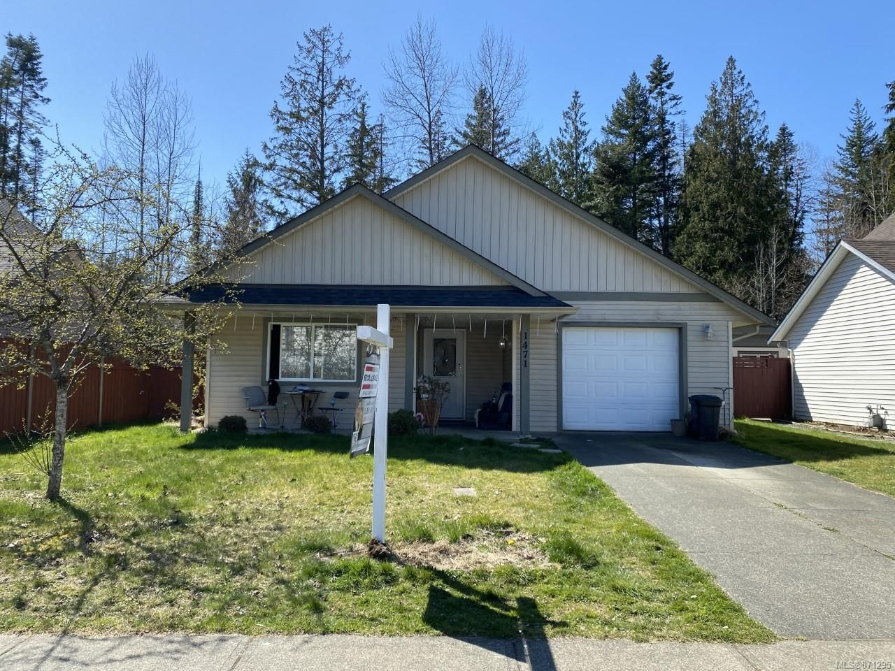 Main Photo: 1471 Krebs Cres in : CV Courtenay City House for sale (Comox Valley)  : MLS®# 871295