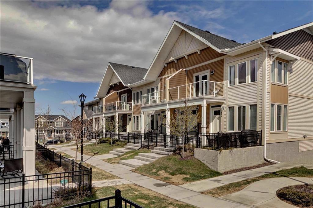 Main Photo: 167 AUBURN MEADOWS Walk SE in Calgary: Auburn Bay Row/Townhouse for sale : MLS®# C4244093