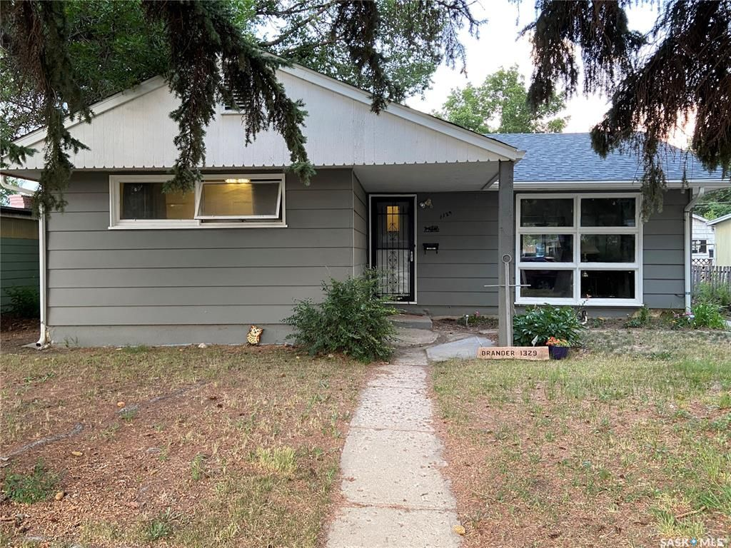 Main Photo: 1329 Connaught Avenue in Moose Jaw: Central MJ Residential for sale : MLS®# SK864836