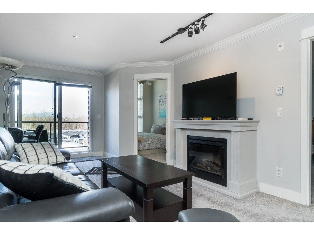 "Photo 8: Photos: 407 30525 CARDINAL Avenue in Abbotsford: Abbotsford West Condo for sale in ""Tamarind"" : MLS®# R2446195"