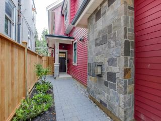 Photo 1: 548 E 10TH Avenue in Vancouver: Mount Pleasant VE 1/2 Duplex for sale (Vancouver East)  : MLS®# R2085035