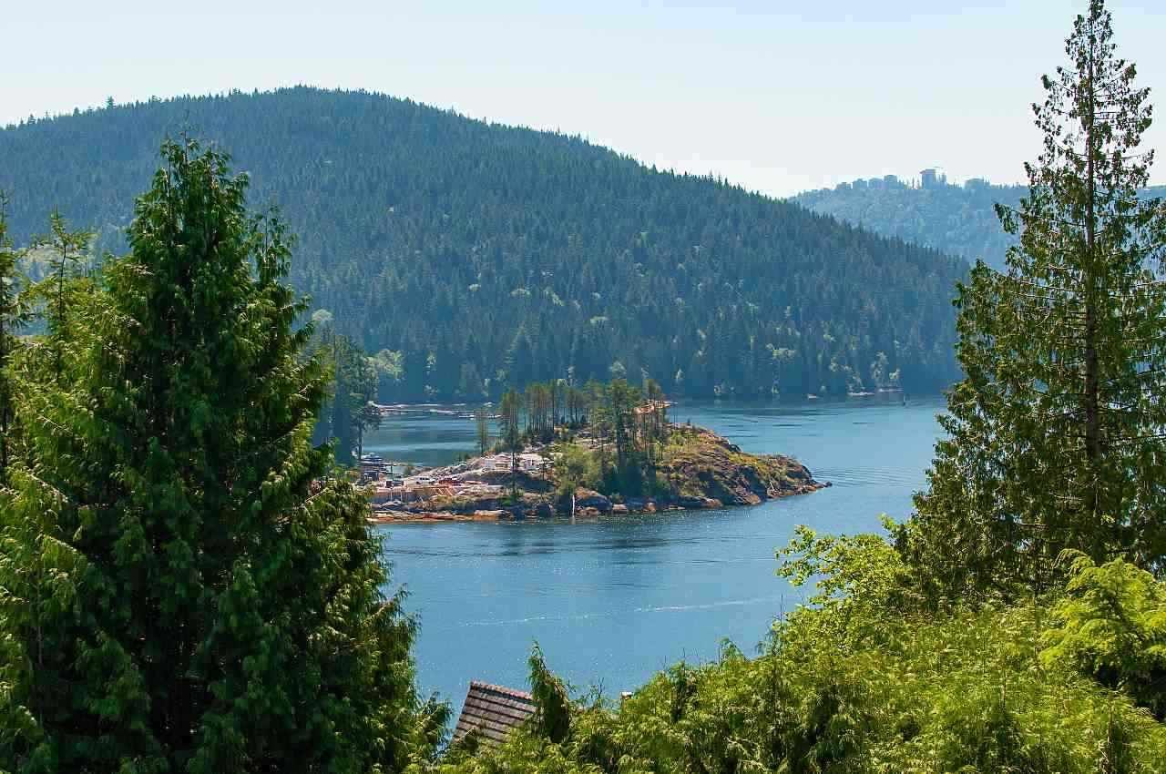 Main Photo: 4765 COVE CLIFF Road in North Vancouver: Deep Cove House for sale : MLS®# R2532923
