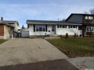 Photo 2: 517 Dalgliesh Drive in Regina: Walsh Acres Residential for sale : MLS®# SK751088
