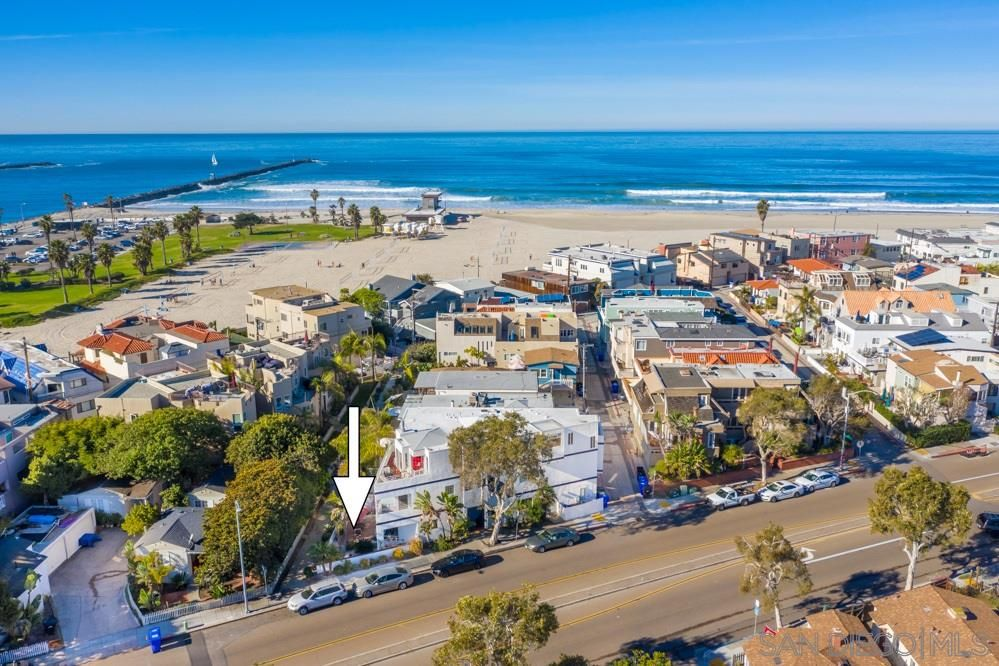 Main Photo: MISSION BEACH Condo for sale : 1 bedrooms : 742 Asbury Ct #1 in San Diego