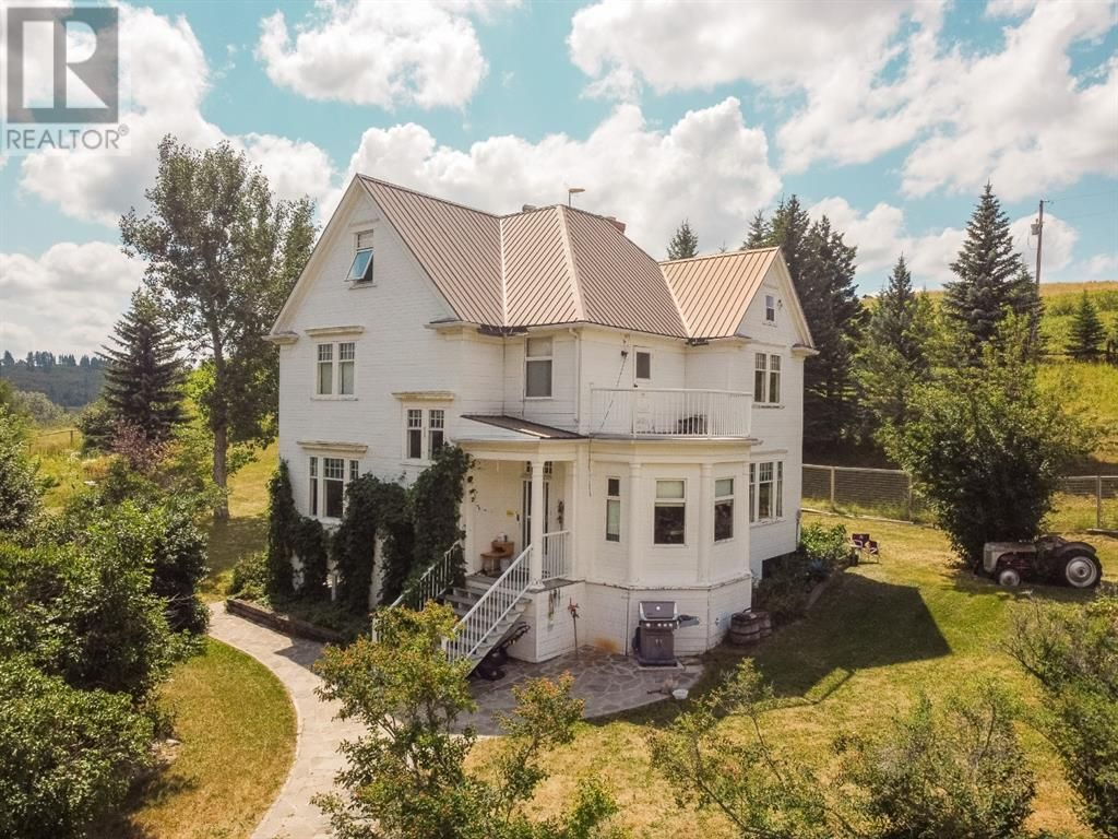 Main Photo: 7301 range road 2-5A Road in Lundbreck: House for sale : MLS®# A1020306