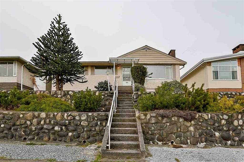 Main Photo: 551 GARFIELD Street in New Westminster: The Heights NW House for sale : MLS®# R2481223