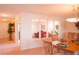 Photo 7: 305 940 Boulderwood Rise in VICTORIA: SE Broadmead Condo for sale (Saanich East)  : MLS®# 230013