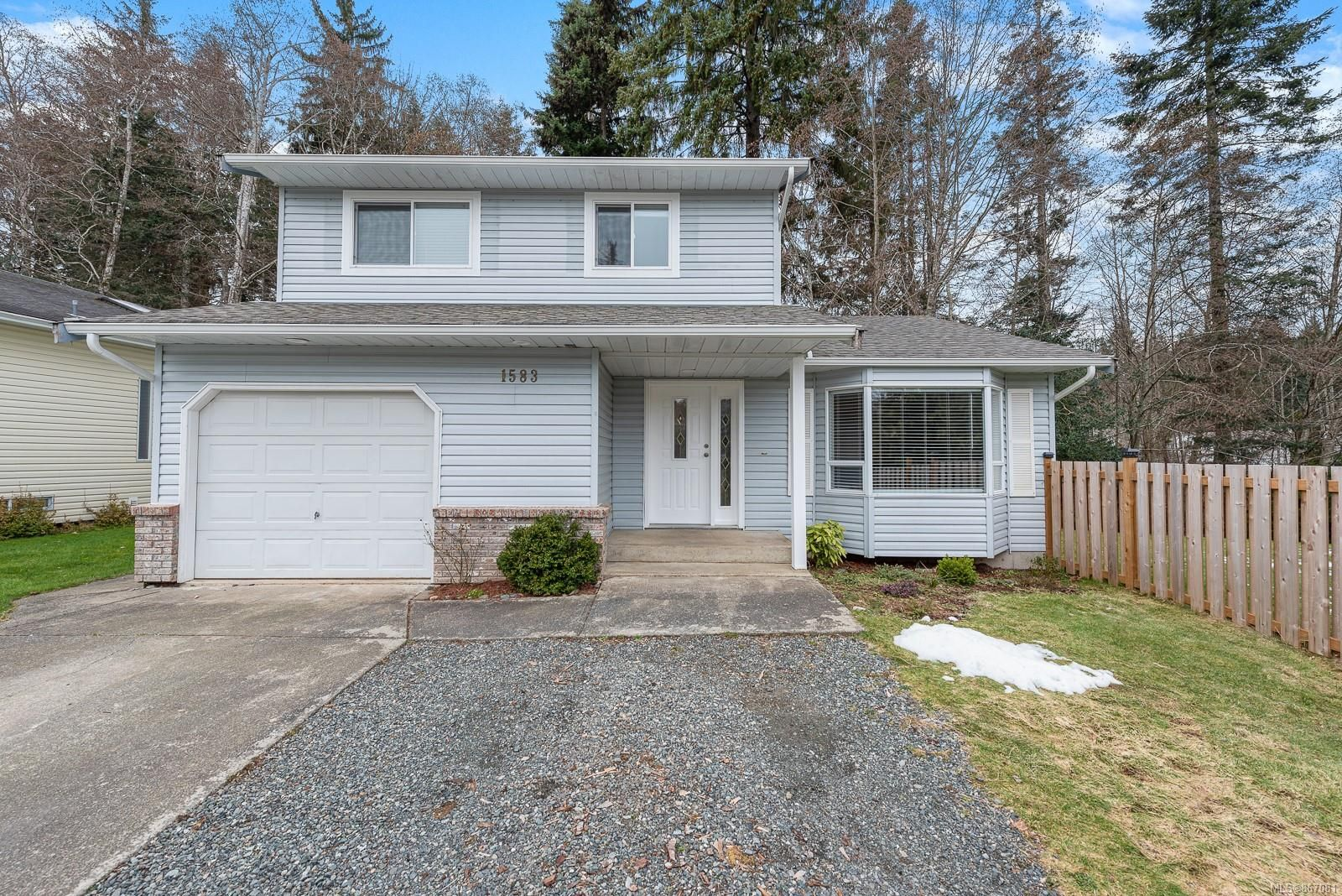 Main Photo: 1583 Hobson Ave in : CV Courtenay East House for sale (Comox Valley)  : MLS®# 867081