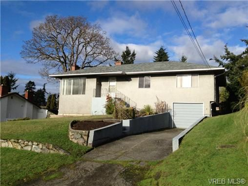 Main Photo: 580 Peto Place in Victoria: SW Glanford House for sale (Saanich West)