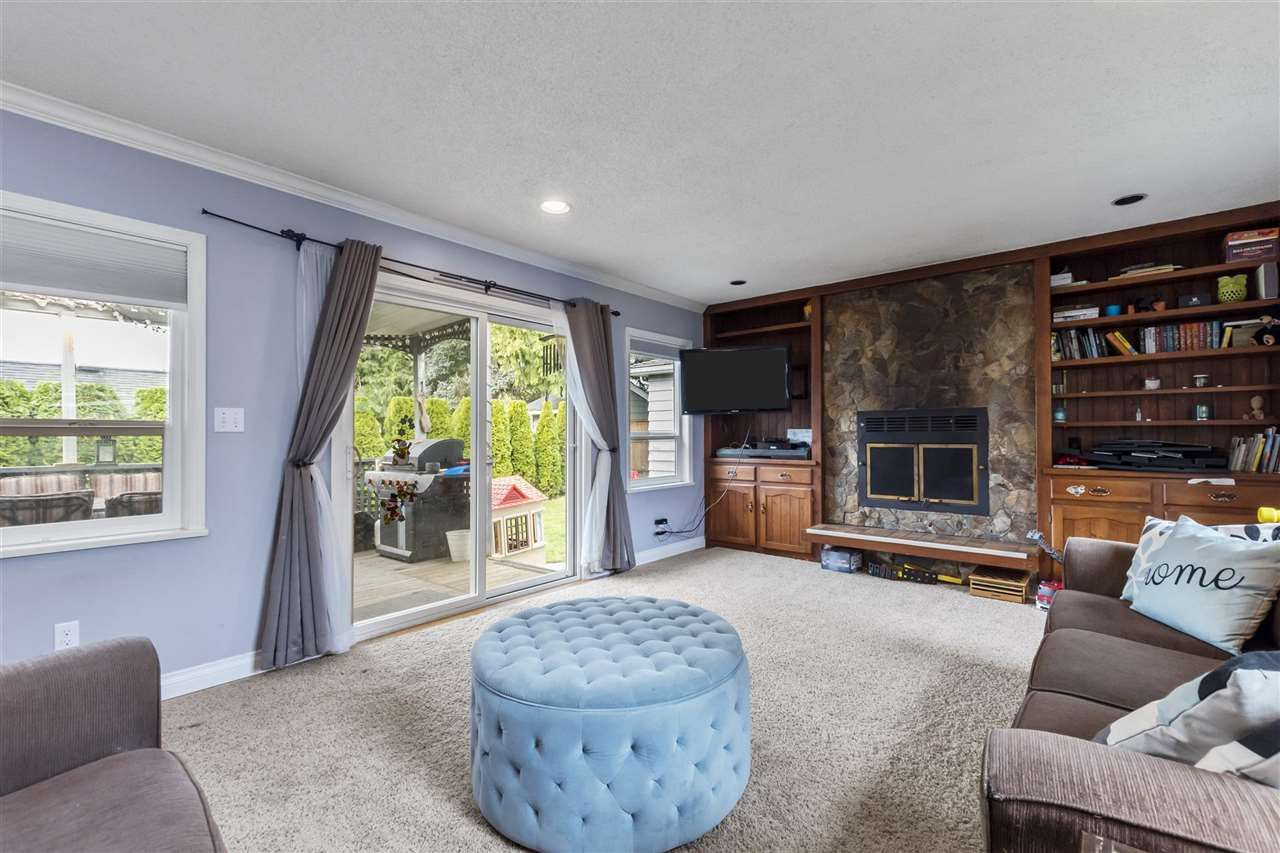 Photo 2: Photos: 1913 EDINBURGH Street in New Westminster: West End NW House for sale : MLS®# R2547519