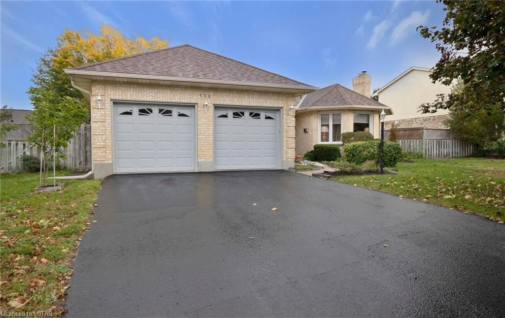 Main Photo: 128 WHEELER Avenue in Dorchester: Property for sale