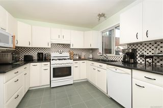 Photo 5: 2201 Tara Pl in Sooke: Sk Broomhill House for sale : MLS®# 840371