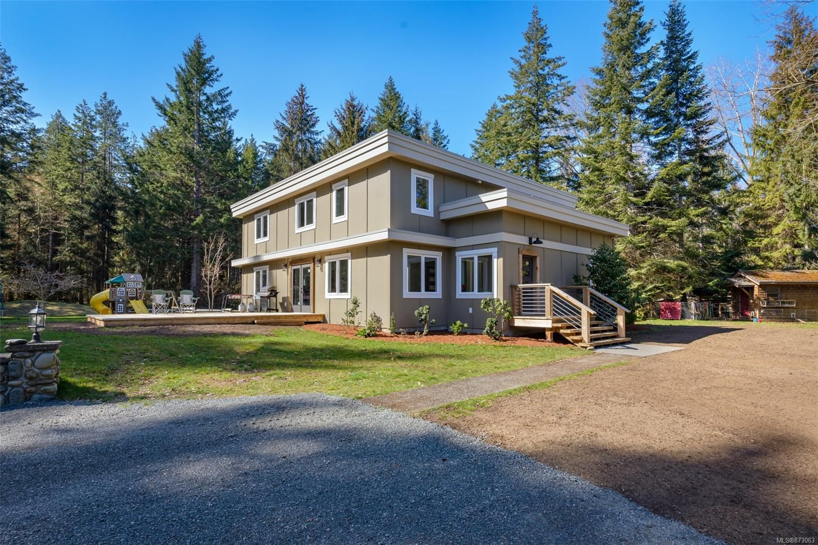 Main Photo: 5771 Bates Rd in : CV Courtenay North House for sale (Comox Valley)  : MLS®# 873063