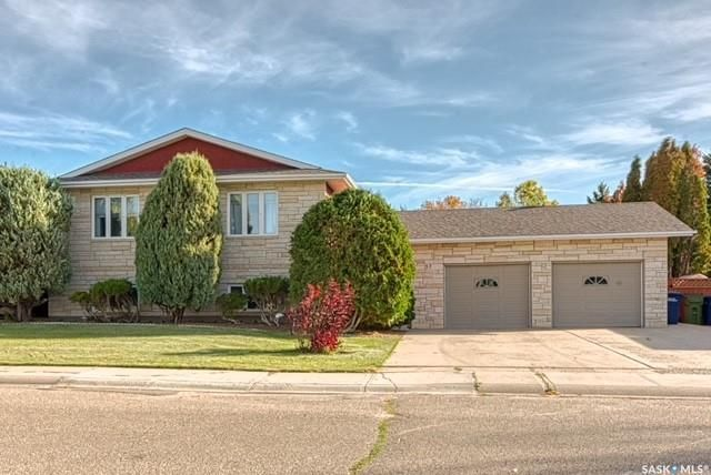Main Photo: 57 Dahlia Crescent in Moose Jaw: VLA/Sunningdale Residential for sale : MLS®# SK871503