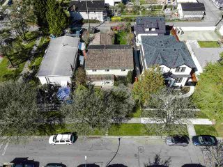 """Photo 8: 2615 E 56TH Avenue in Vancouver: Fraserview VE House for sale in """"FRASERVIEW"""" (Vancouver East)  : MLS®# R2561413"""