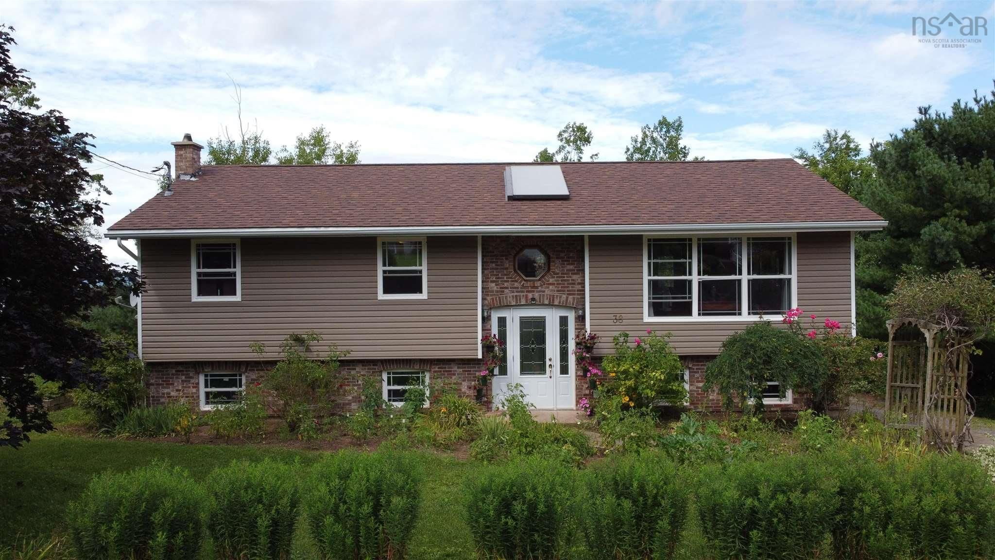 Main Photo: 38 Cloverleaf Drive in New Minas: 404-Kings County Residential for sale (Annapolis Valley)  : MLS®# 202122099