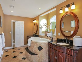 Photo 10: CLAIREMONT House for sale : 3 bedrooms : 3360 Mt. Laurence Drive in San Diego