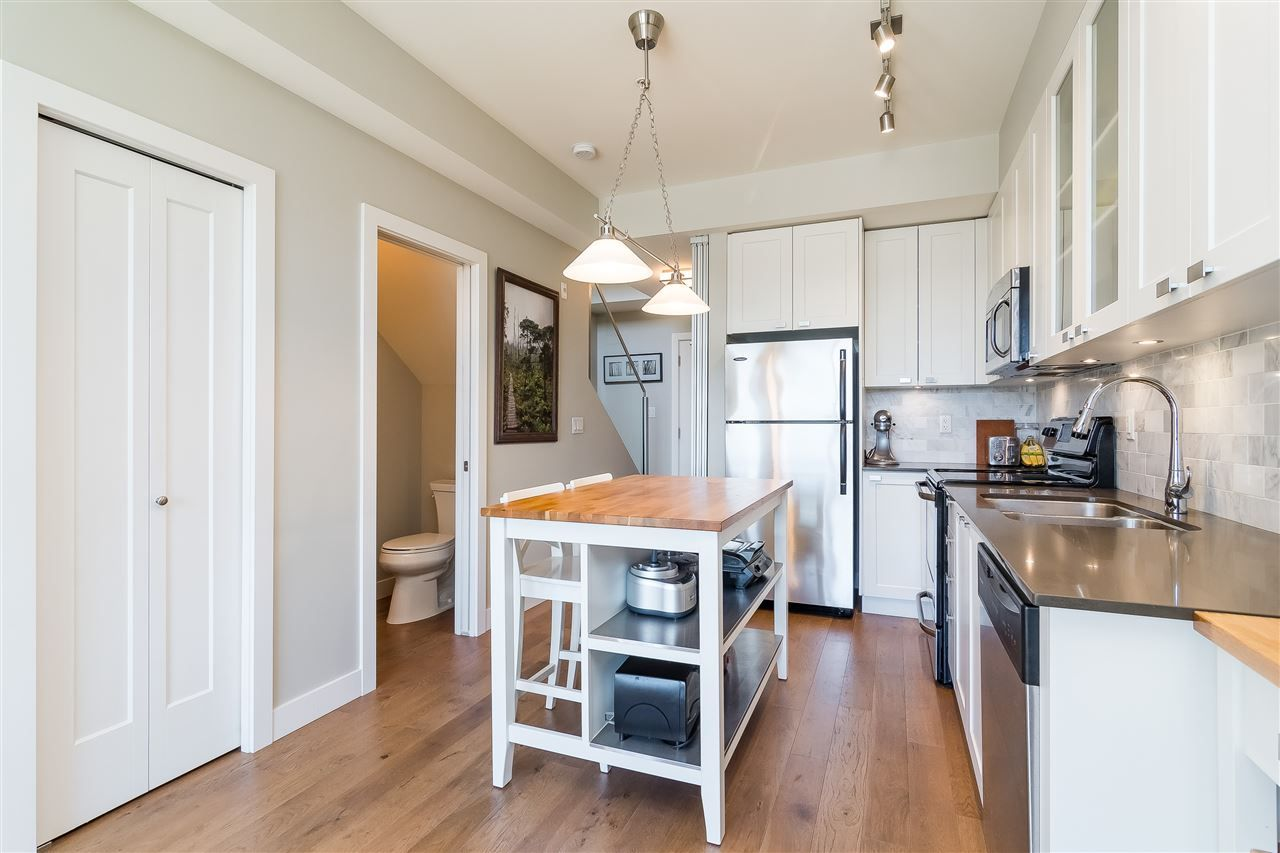 "Photo 11: Photos: 515 3080 GLADWIN Road in Abbotsford: Central Abbotsford Condo for sale in ""HUDSON'S  LOFT"" : MLS®# R2480675"