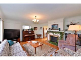 Photo 4: 1109 Lyall St in VICTORIA: Es Saxe Point House for sale (Esquimalt)  : MLS®# 747049
