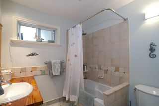 Photo 4: 2847 GORDON Avenue in Surrey: Crescent Bch Ocean Pk. House for sale (South Surrey White Rock)  : MLS®# F1116073