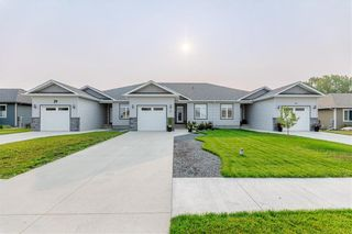 Photo 1: 37 Crystal Drive: Oakbank Residential for sale (R04)  : MLS®# 202119213