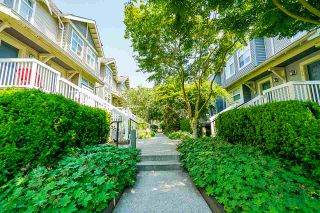 """Photo 3: 58 7488 SOUTHWYNDE Avenue in Burnaby: South Slope Townhouse for sale in """"LEDGESTONE 1"""" (Burnaby South)  : MLS®# R2387112"""