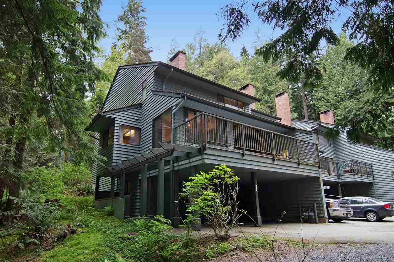 """Main Photo: 871 HENDECOURT Road in North Vancouver: Lynn Valley Townhouse for sale in """"Laura Lynn"""" : MLS®# R2058756"""