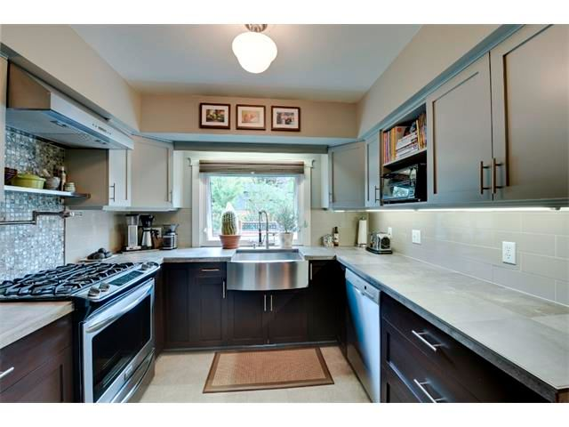 Photo 8: Photos: 5919 THORNTON Road NW in Calgary: Thorncliffe House for sale : MLS®# C4015197
