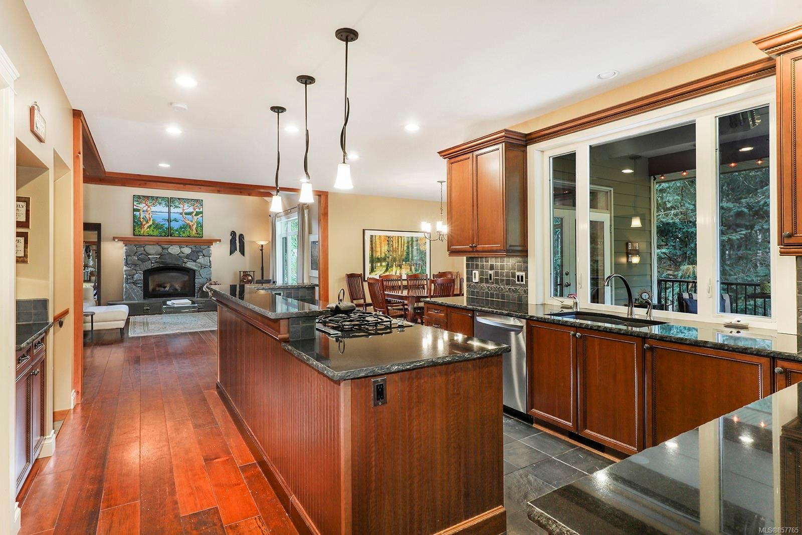 Photo 18: Photos: 1516 Highridge Dr in : CV Comox (Town of) House for sale (Comox Valley)  : MLS®# 857765
