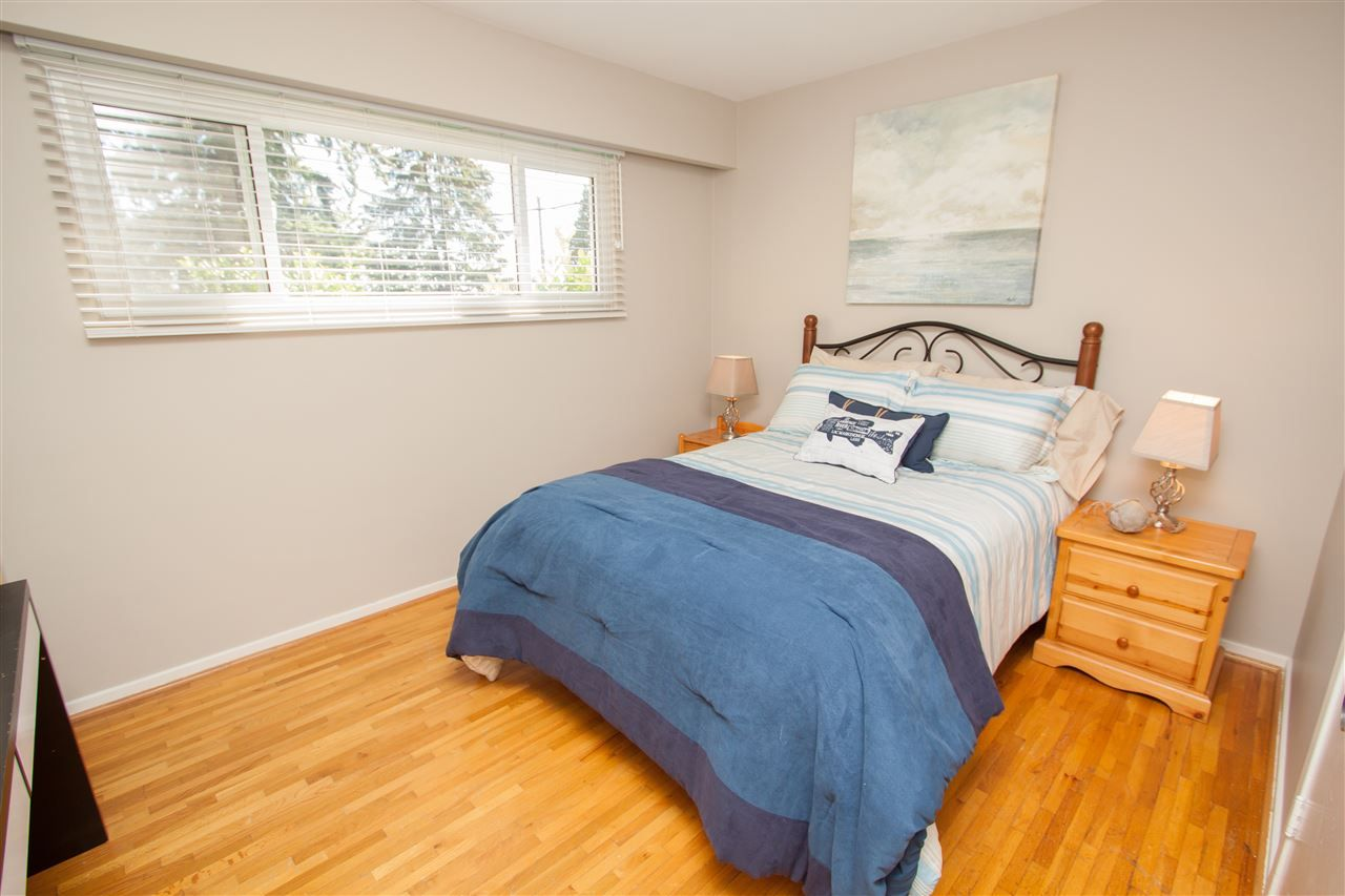 "Photo 13: Photos: 953 DRAYTON Street in North Vancouver: Calverhall House for sale in ""CALVERHALL"" : MLS®# R2112322"