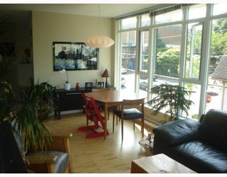 Photo 2: 301 2520 MANITOBA Street in Vancouver: Mount Pleasant VW Condo for sale (Vancouver West)  : MLS®# V777212